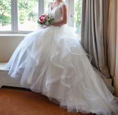 Nadýchané svatební šaty, 38