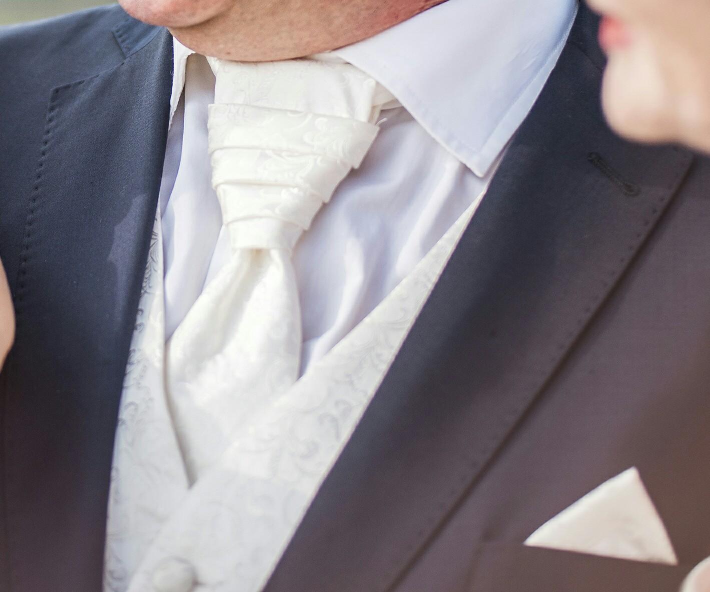 Svadobná vesta, kravata a vreckovka - Obrázok č. 1