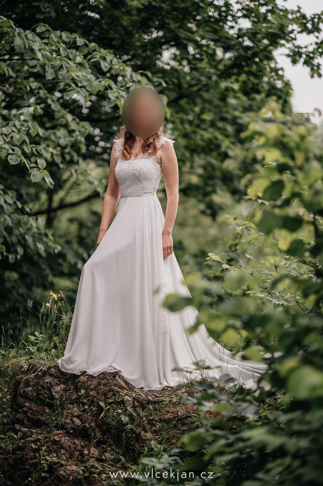 Něžné šifonové šaty s vlečkou (Kabelková & Oplocká) - Obrázek č. 1
