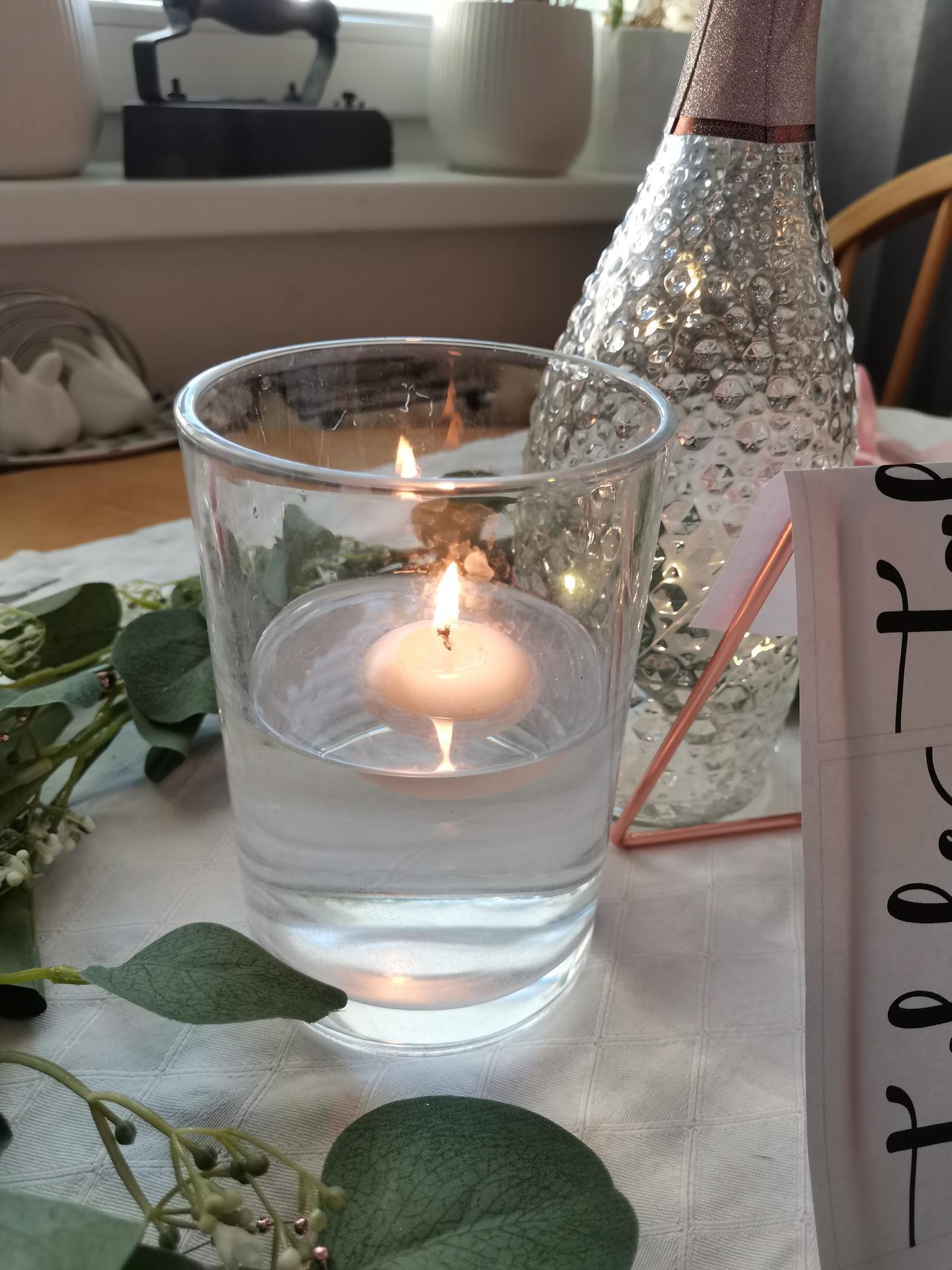 Vrabcovi 10.9.2022 - shanim tyto vázy (tuhle jsem měla doma)