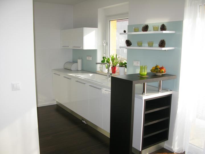 Nas dom - Kuchyna nov 2011 (tie prazdne police na vino su docasne prazdne kvoli nasmu malemu synovi :)