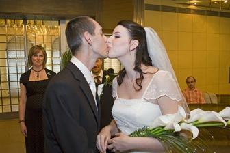 prva manzelska pusa
