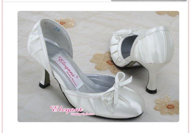 Bára a Jirka - příprava svatby 9.9.2009 v Chodově u KV - Tyhle botky budu mít