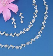 krásné nahrdelníčky, http://www.bridalfashionmall.com/jewelry/jewelrysets.html