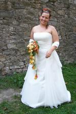 tak toto jsou šaty v kterých se vdávala má kamarádka Verča a v kterých se budu vdávat i já:-)