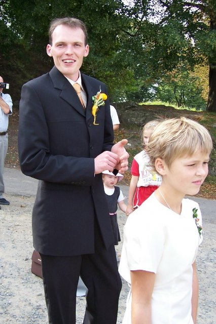 (Nika){{_AND_}}Lukáš - i vysmátý ženich