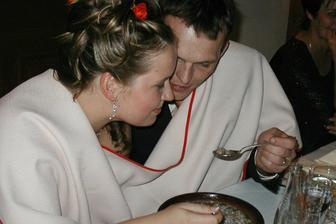 vynikající polévka a vychytávka nás dvou, já pravák, manžel levák, takže se nikdo nepocintal :-)