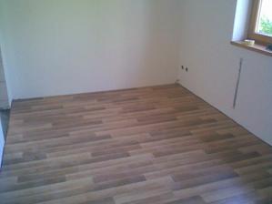 manzel polozil podlahu do spalni
