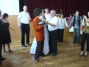 svatební sólo - vybíralo se do klobouku :-)
