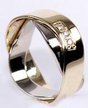 Něco takového vidím prvně, krásný prsten! Gold Eligius