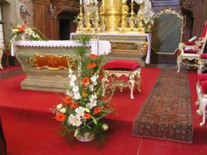 Pohled na hlavní oltář