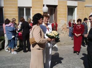 mamka a mamka + květiny