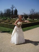 nevěsta organizuje v parku ...