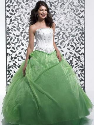 L & M 6. 8. 2011 - Původně vysněné šaty... poslouží na ples :)
