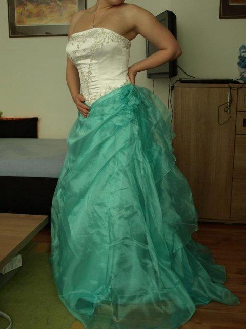 L & M 6. 8. 2011 - Tak tyhle šatičky tedy nakonec poslouží na nějaký budoucí ples... Budou jiné :)