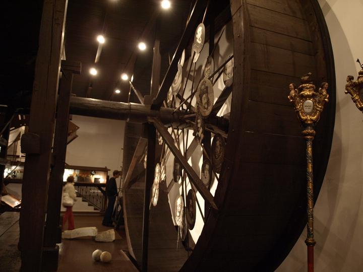 L & M 6. 8. 2011 - Malinká ochutnávka interiéru muzea.. budeme se tam fotit :)
