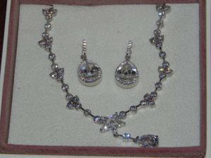 strieborné rodiové šperky so swarovského kamienkami kúpené v Sofii v auparku