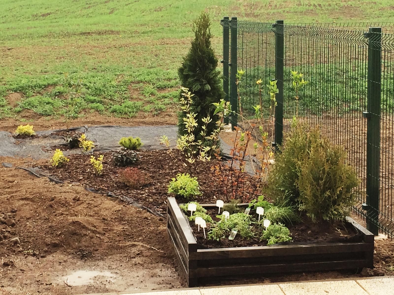Zahrada- jak to vsechno zacalo.. - Bylinkovy zahon je hotovy :)