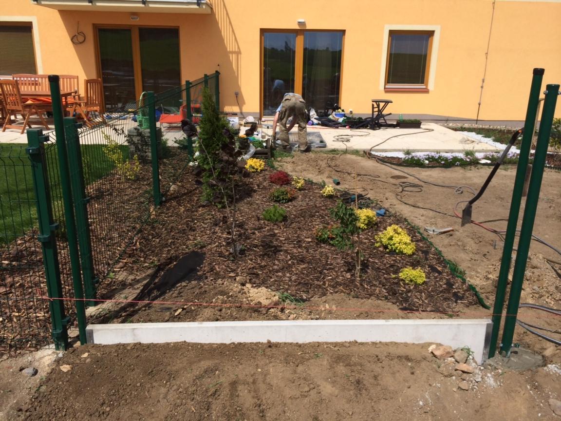 Zahrada- jak to vsechno zacalo.. - prvy kusok plotu :)