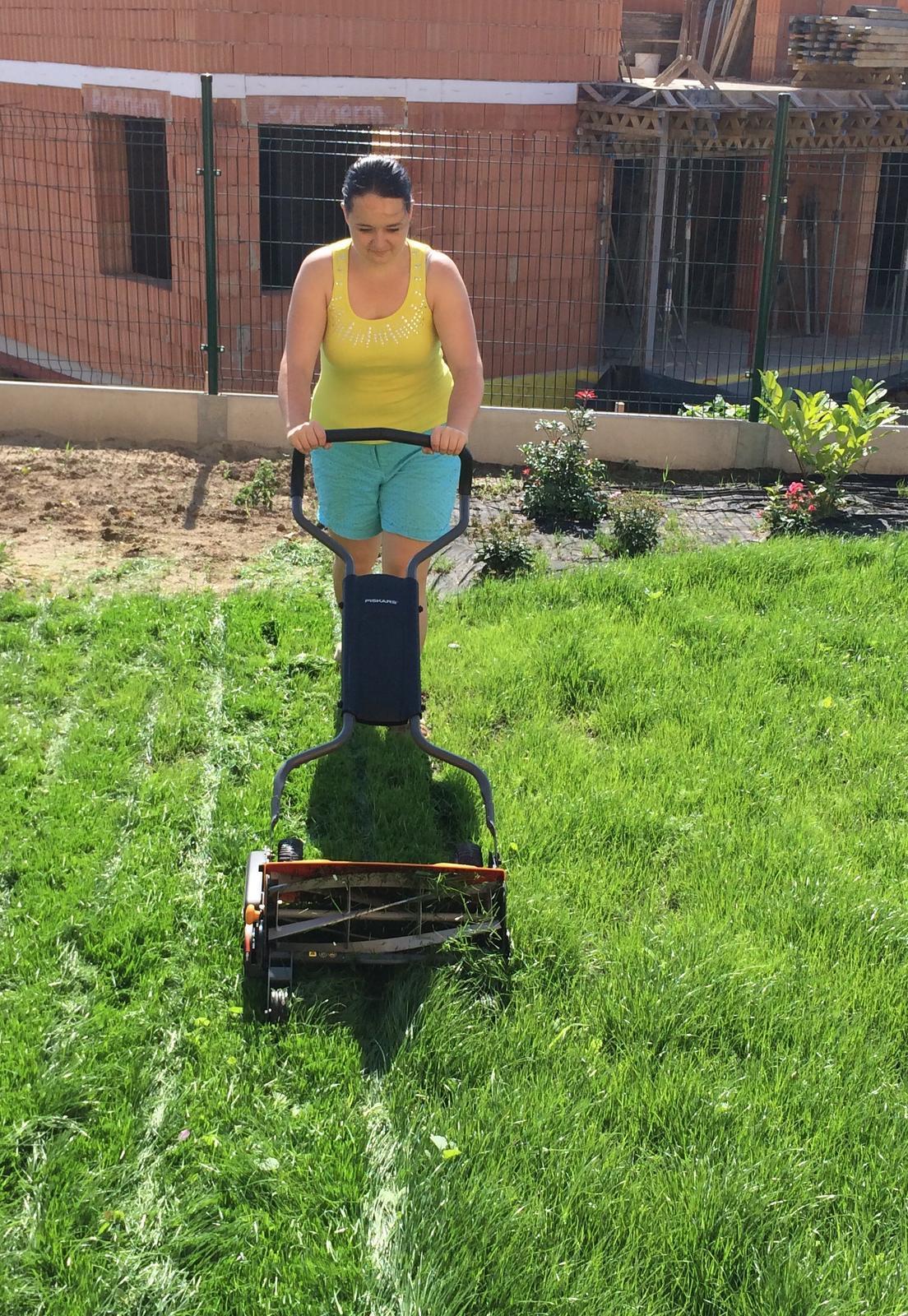 Zahrada- jak to vsechno zacalo.. - A seka se uplne jednoduse :) absolutne ani trosku hluku :) kraasa :)