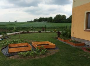 este jeden nater, trochu zeminy a nove zahony su hotove :)