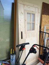 Dvere vypadaju luxusne :) truhlar je skvely :)