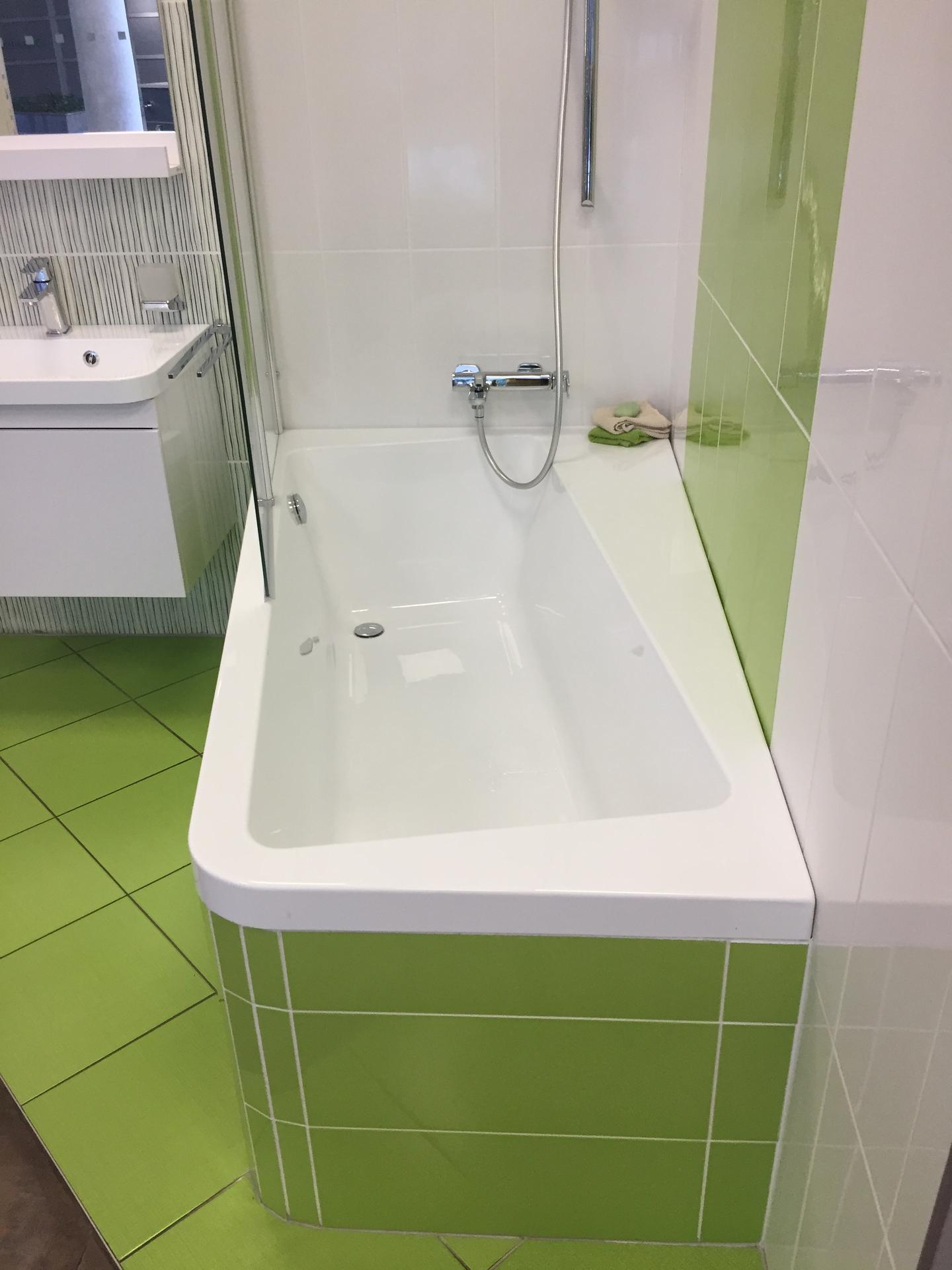 Koupelna-z ceho sme vybirali - tuhle silenou vanu