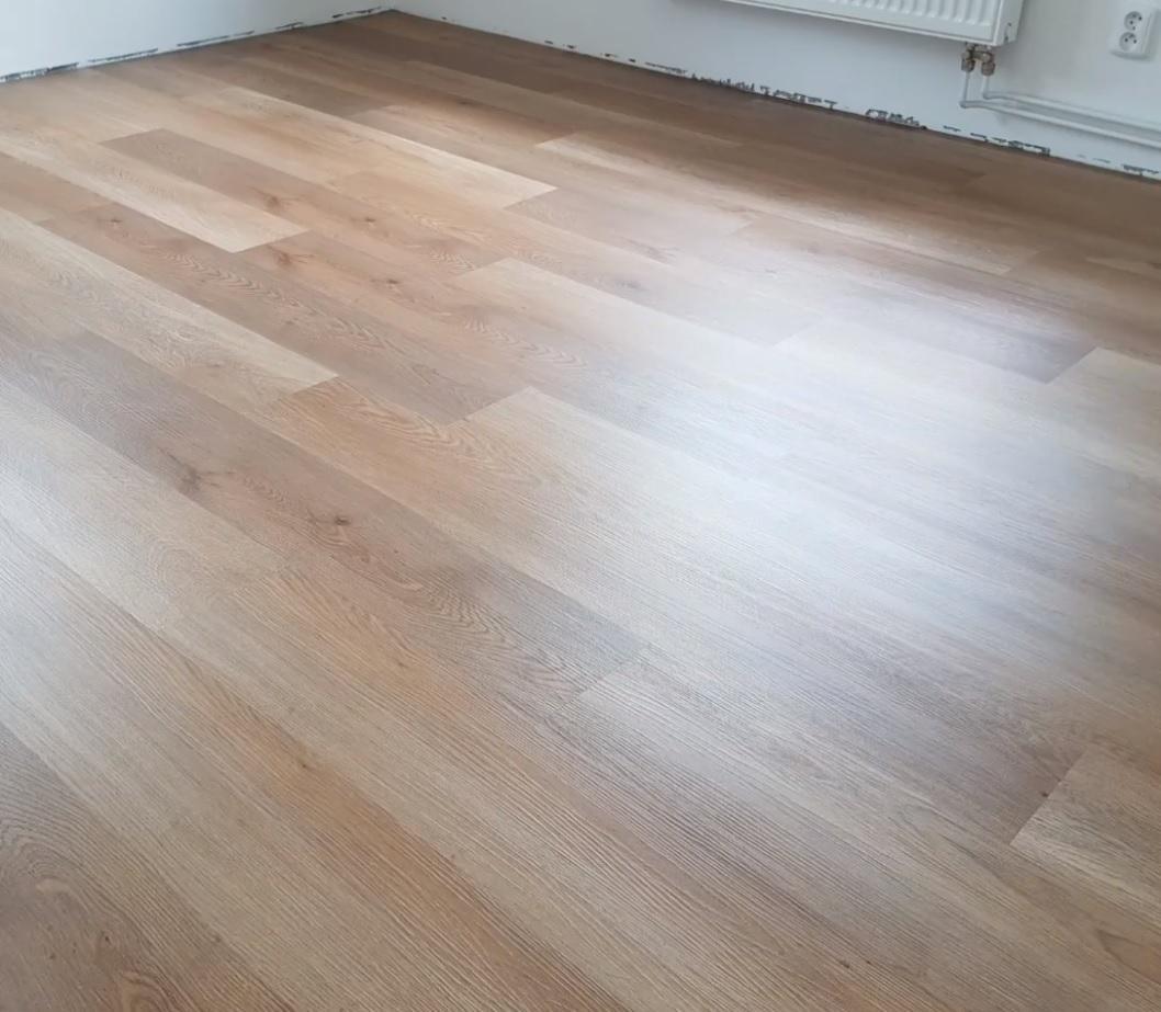 Vybirame podlahu - vinyl WINEO Energy oak warm - real vzhled