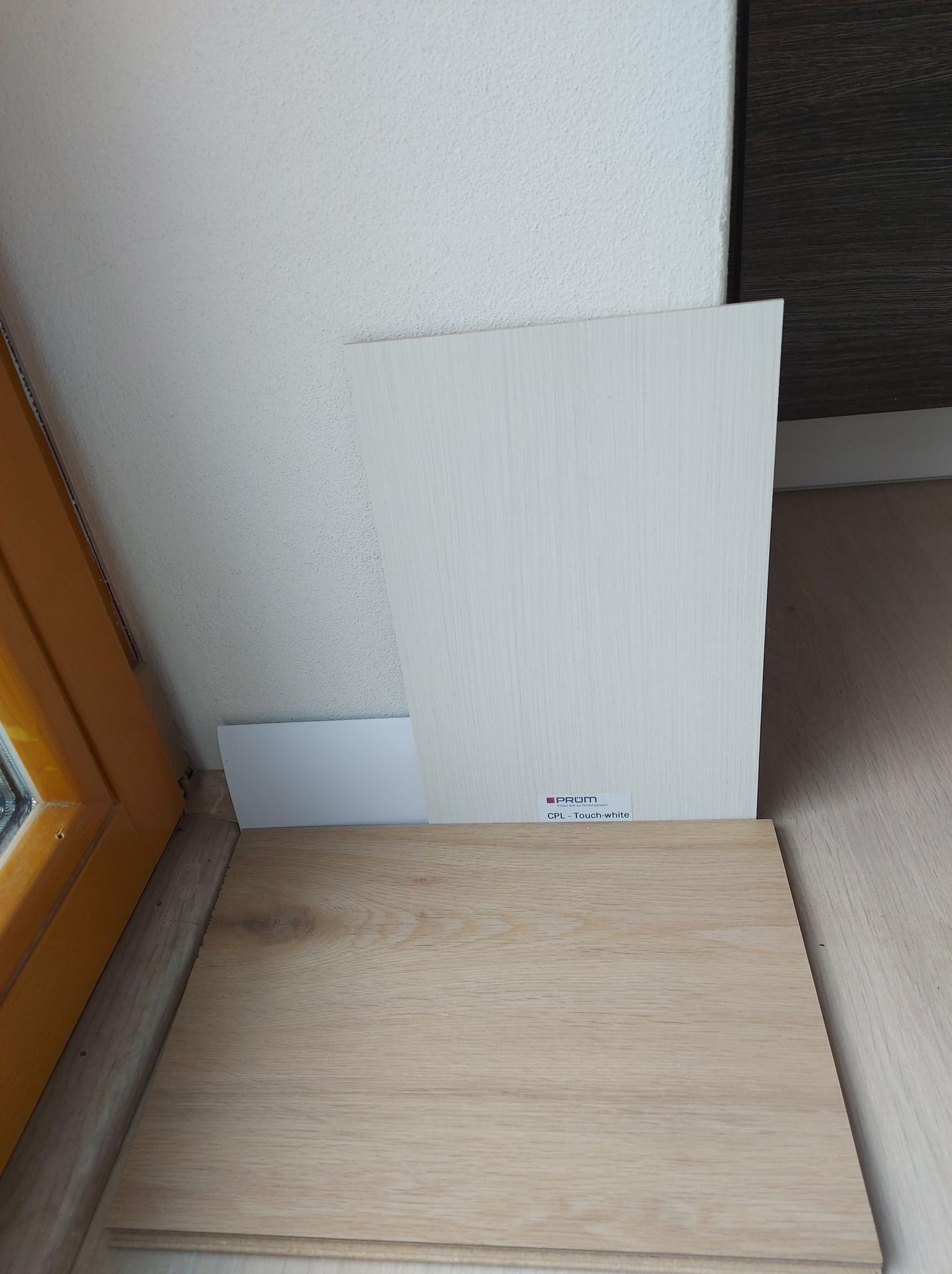 Co vyberem za dvere? - vybrano :) se vzorkem listy a podlahy :) bude to PRUM touch white