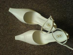 A moje botičky v kterých protancuju celou noc :)
