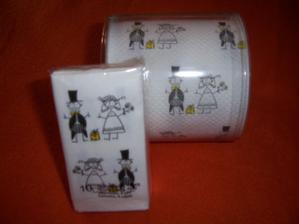 kapesníčky + toaletní papír (kdyby náhodou hihi)