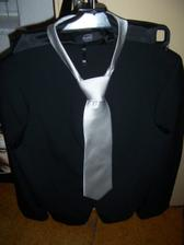 ženichův oblek plus kravata od Blažka