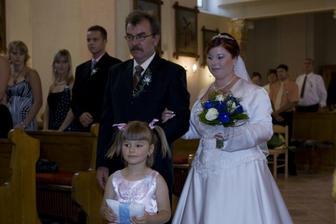 táta už si vede dceru k oltáři