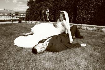 A už jsme v trávě oba :-).