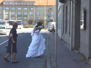 Nevěsta přes cestu...štěstí nebo smůla? :-D