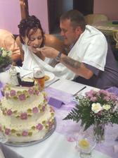 Krmení nevěsty.