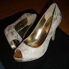 svadobne topanky ktore som kupila hned ako som ich videla...dufam ze v nich vydrzim