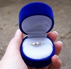 Nejkrásnější prstýnek na světě, dostala jsem ho 29.6.2005 :o)