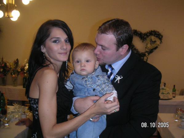 lucia kabatova brunariova{{_AND_}}martin kabat - tyzden pred nasou, sme vsetci 3-ja absolvovali svadbu Natankovej krsnej mami:))