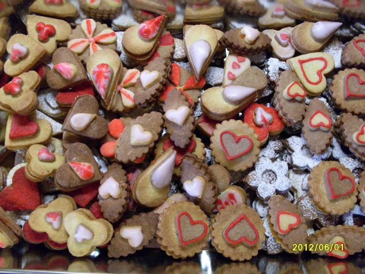 Čo už máme alebo budeme mať :) - pri graguláciach - linecké svadobné koláčiky