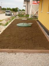 a dnes sme navozili zeminu