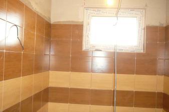 20.1. - kúpelňa, obklad Pinus