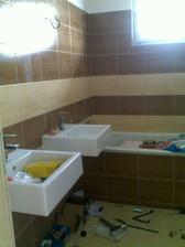 aaa už montujeme umývadlá :)