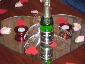 svatební noc byla v Grandu-šampaňské jsme dostali jako pozornost podniku!