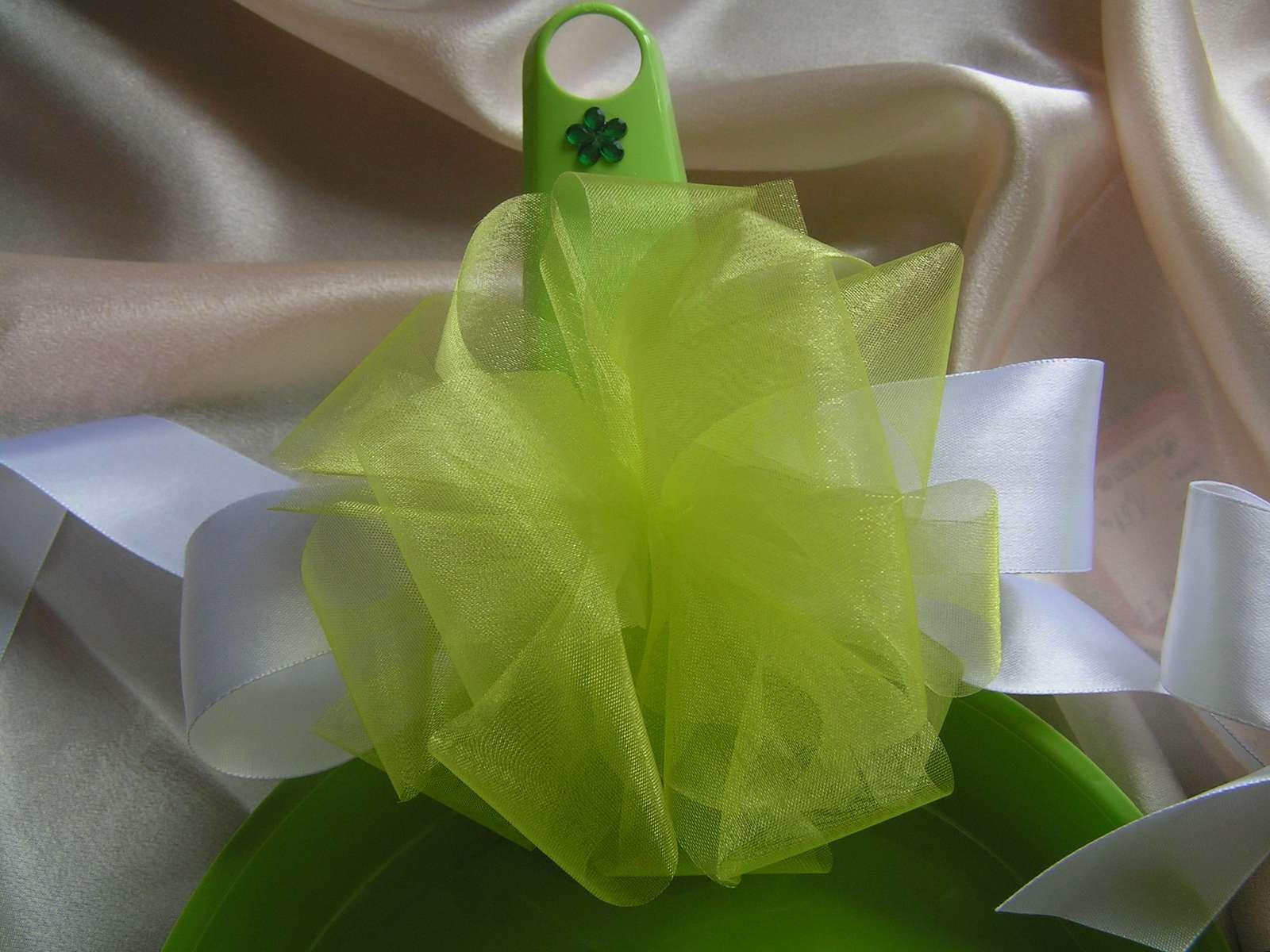 Zelená lopatka se smetáčkem - Obrázek č. 2
