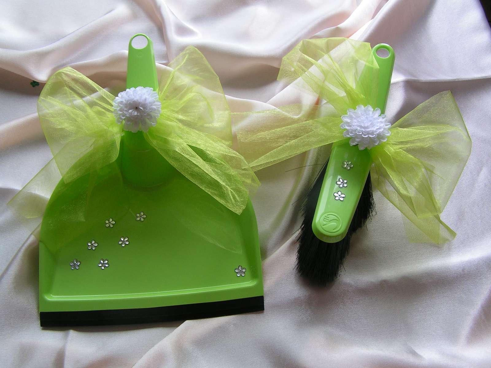 Zelená lopatka se smetáčkem - Obrázek č. 1