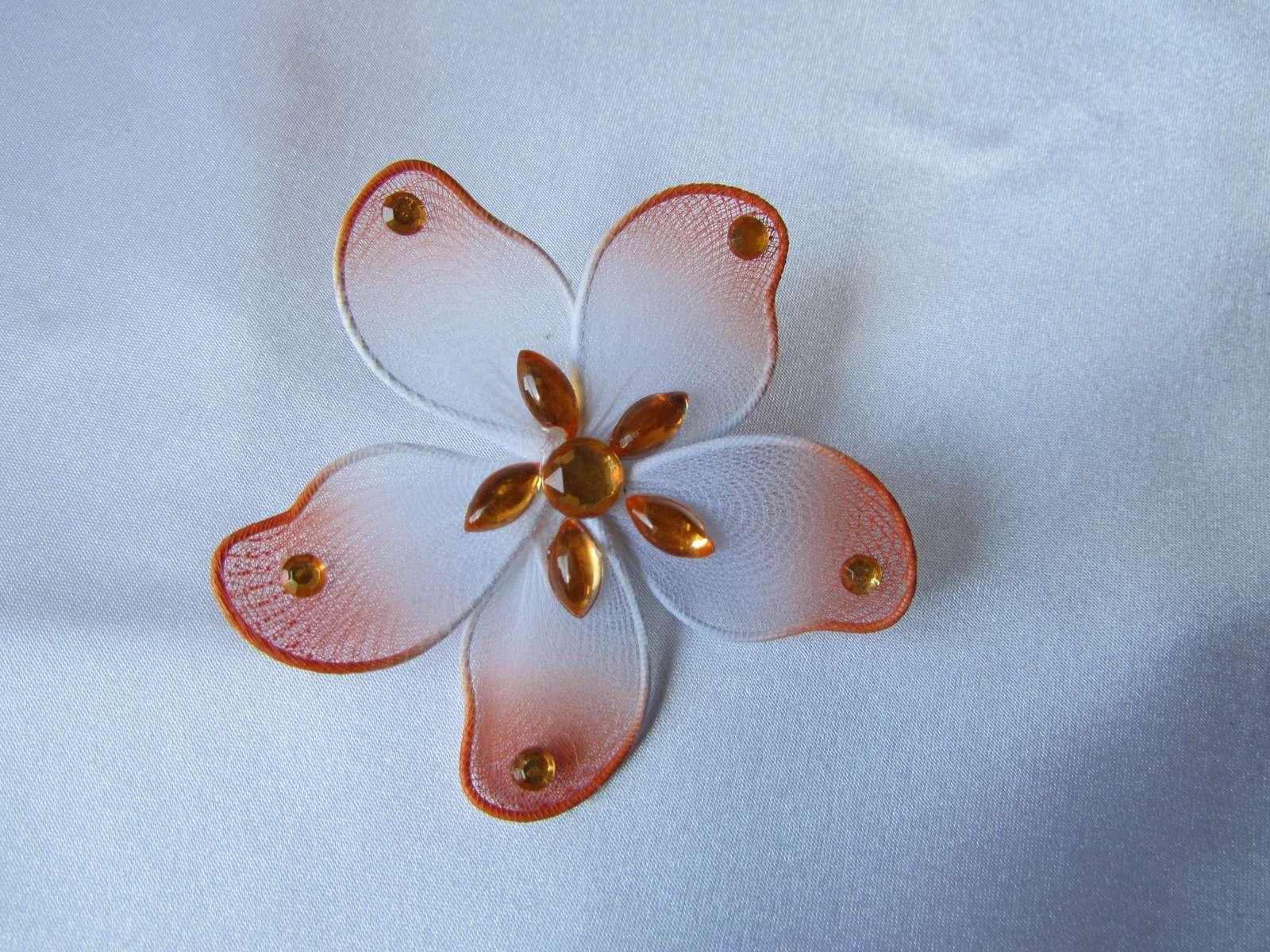Květinka na zavíracím špendlíku - Obrázek č. 1
