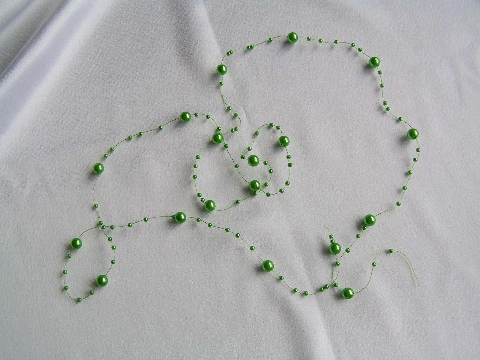 Korálky (perličky) na silonu - Obrázek č. 1