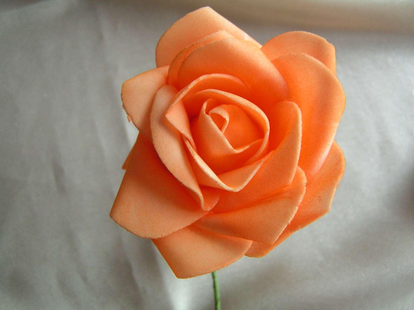 Oranžová pěnová růže 7 cm - Obrázek č. 1