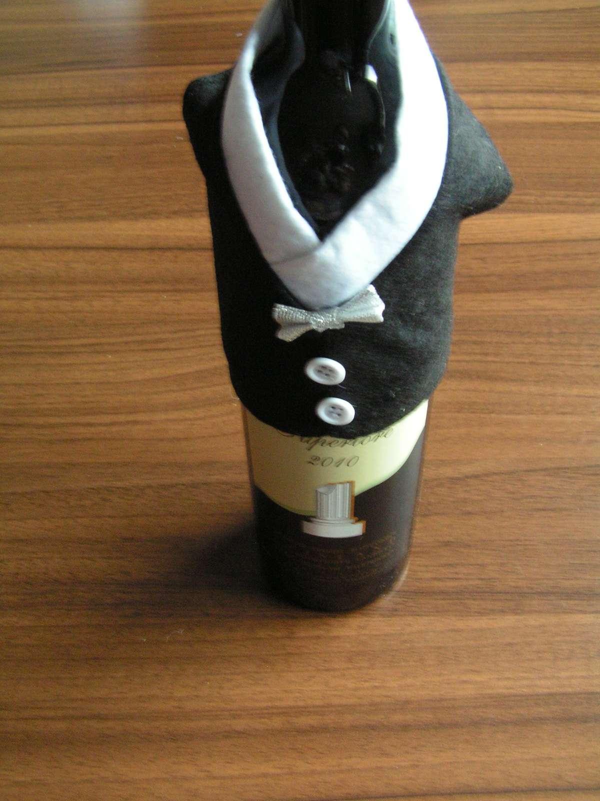 Oblečky na lahve vína - Obrázek č. 4